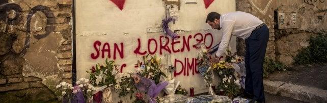 """San Lorenzo , Salvini va via dopo fischi: poi torna     """"Sciacallo, no a passerelle"""". Lui: """"Presto ruspe   """""""