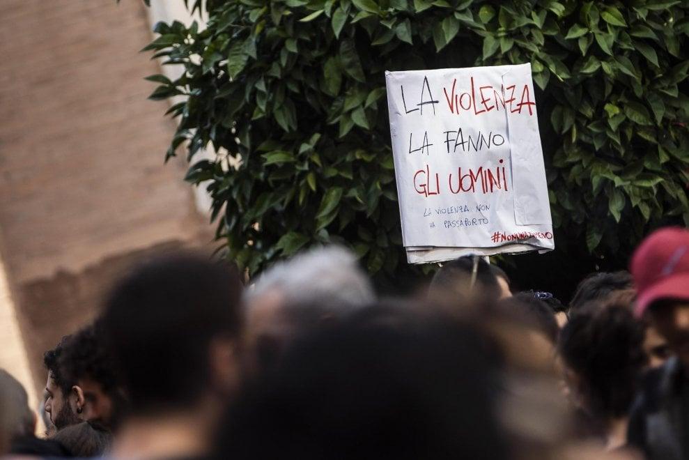 """Roma, il presidio Anpi a San Lorenzo per Desirée. """"Basta violenza sulle donne"""""""