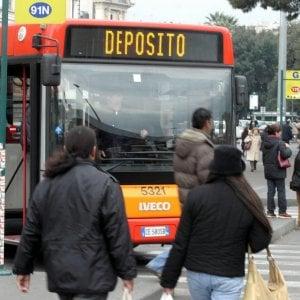 """Atac, da 600 a 227 nuovi bus. Raggi: """"Tria va contro Roma"""""""