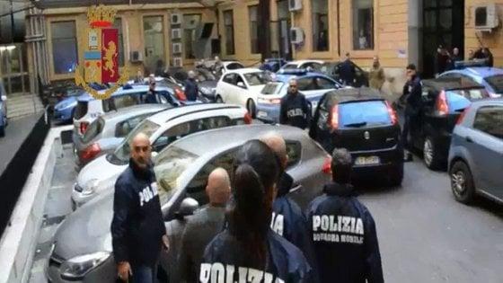 """Droga, arrestati boss della droga al Tufello: le mogli gridano """"infami"""" ai poliziotti"""