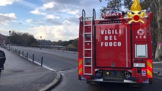 Roma, si stacca fascia di ferro: stop a mezzi pesanti sul ponte Palatino