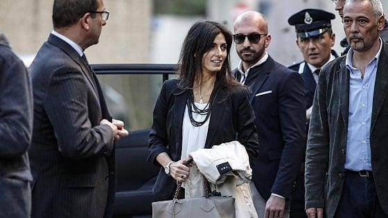 """Roma, processo Raggi, assolta la sindaca dall'accusa di falso: """"Sentenza spazza via due anni di fango"""""""