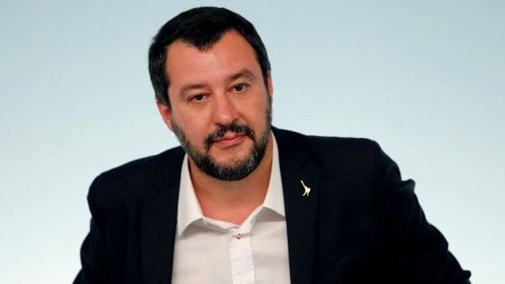 """Grida """"buffone"""" a Salvini e rifiuta l'identificazione: donna in commissariato a Roma"""
