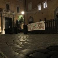 Roma, allarme decoro in via dei Coronari: