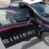 Roma, tentano di violentare 20enne e aggrediscono la madre corsa in aiuto: un arresto