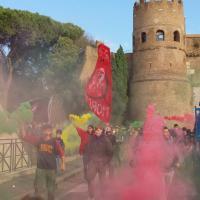 """Roma, studenti in corteo per chiedere più finanziamenti: da """"SalviNo"""" a """"Meno Salvini + bangladini"""""""