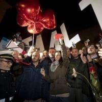 Roma, manifestazione pro Raggi in Campidoglio. Cartelli