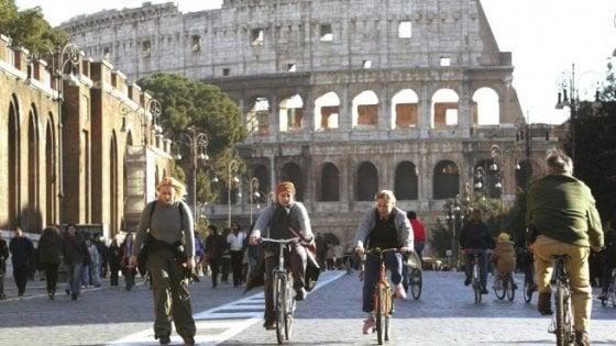 Smog a Roma, auto ferme per la domenica ecologica: stop ai veicoli inquinanti in fascia verde