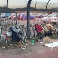 Roma, la fermata metro Anagnina assediata dai rifiuti: vince il degrado