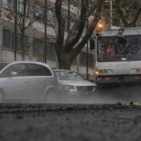 Guano e pioggia, pericolo per la circolazione: chiuso per tre ore lungotevere