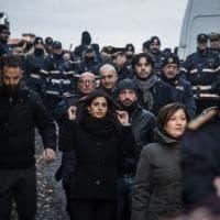 Roma, al via lo sgombero delle ville dei Casamonica: sul posto Raggi e Salvini