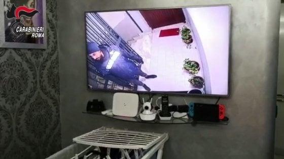 Roma, anziani soli derubati in casa: presa la banda delle false telefonate dei Carabinieri