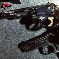 Roma, Cinecittà: pistole nascoste in scooter rubati, scoperta base logistica