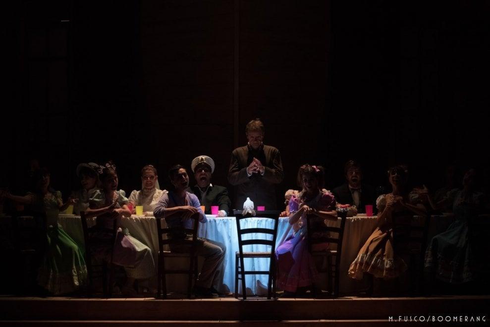 Teatro brancaccio torna da stasera aggiungi un posto a tavola 1 di 1 roma - Aggiungi un posto a tavola 13 ottobre ...