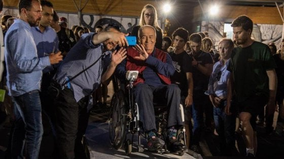 """Addio a Bertolucci: """"Il Maestro in giro per Trastevere sempre in cerca del sole"""""""