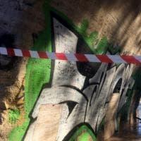Roma, Ponte Cestio: al via la rimozione di graffiti e scritte vandaliche.