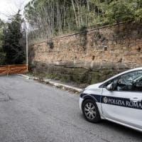 Roma, crolla parte di costone di tufo alla Garbatella: strada chiusa, nessun ferito