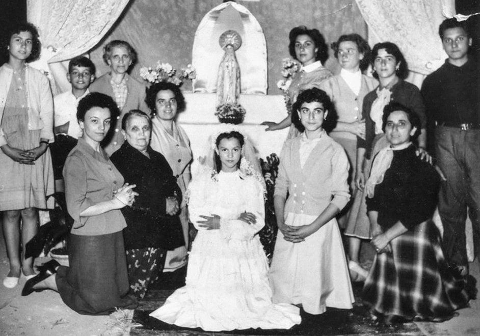 Silvana, gli operai del Gazometro e la festa della Madonna: le Garbatella stories in mostra nei cortili
