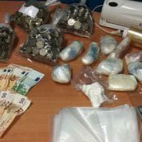 Roma, droga nei palloncini per eludere cani antidroga: arrestato