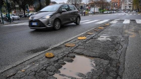 Buche stradali, il Pd presenta emendamento da 180milioni ma M5S vota no a Roma