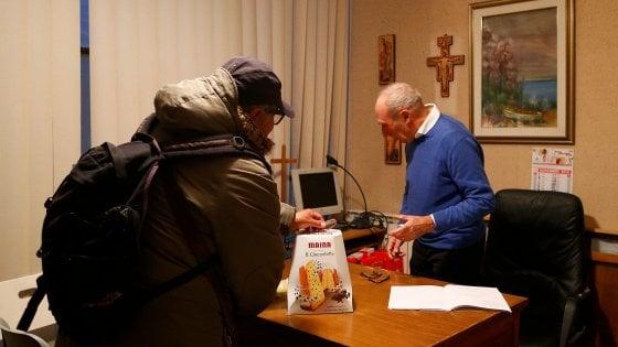 """Roma, l'iniziativa del parroco di San Martino I Papa: """"In un anno raccolti e distribuiti 1200 chili di alimenti"""""""