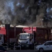 Incendio al Tmb Salario, a Roma è già emergenza rifiuti. Impianti al collasso, corsa...