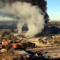 Incendio al Tmb Salario: brucia impianto per trattare rifiuti a Roma. Nube di fumo:...