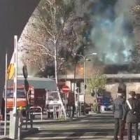 """Incendio Tmb Salario, Raggi: """"Scongiurata emergenza per Natale"""". Arpa: """"Aria più..."""