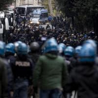 Europa League, tafferugli e disordini tra polizia e tifosi tedeschi