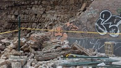 """Crollato nella notte un lungo muro a San Lorenzo. Residenti: """"Boato tremendo"""""""