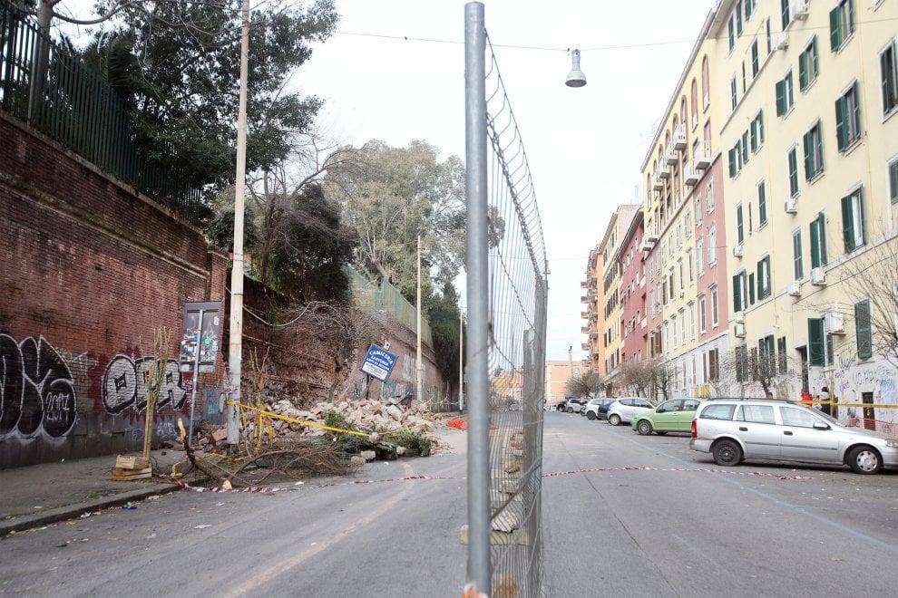Roma, crolla pezzo di muro a San Lorenzo; tanta paura, nessun ferito