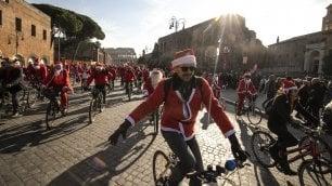 Babbi Natale in bici  da Trastevere a Colosseo