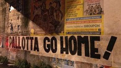 """""""Pallotta vattene, go home"""" città invasa da striscioni contro il presidente della Roma"""