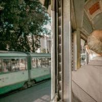 Roma, aggressione razzista sul tram. Donna spintonata e insultata: