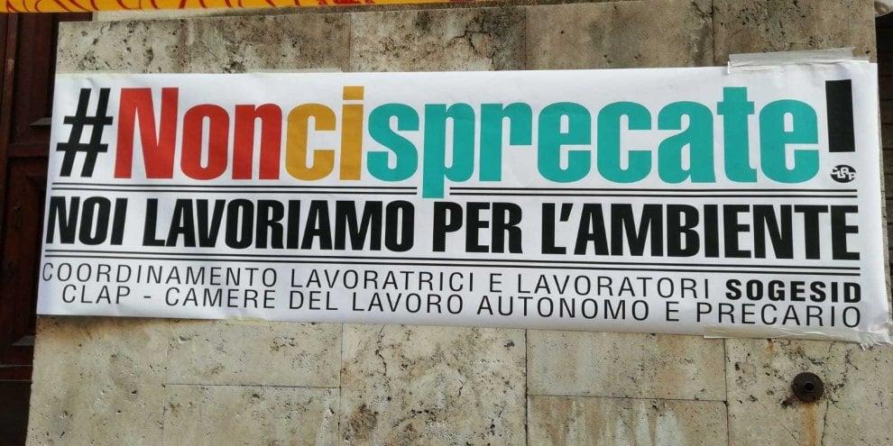 """Roma, proteste dipendenti Sogesid sotto il ministero: """"#Noncisprecate! Noi lavoriamo per l'ambiente"""""""
