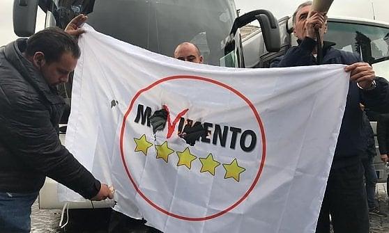 Roma, protesta dei bus turistici: blocchi in piazza Venezia, paralizzato per ore il centro della città