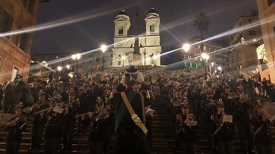 Roma, per il Natale in piazza di Spagna concerto della banda della polizia