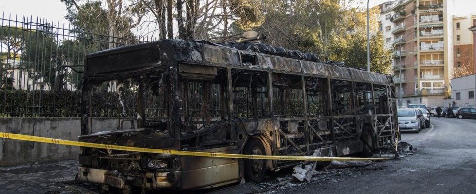 Autobus in fiamme a Roma: tutti i casi dall'inizio del 2018 a oggi