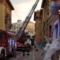 Roma, incendio in appartamento a Prati: salvato un uomo rimasto bloccato in casa