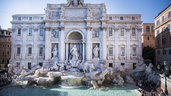 """Fontana di Trevi, il Campidoglio toglie le monetine alla Caritas. """"Serviranno a manutenzione vasca"""""""