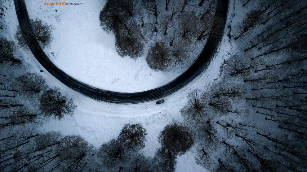 Monte Livata, la curva nel bosco sembra un quadro