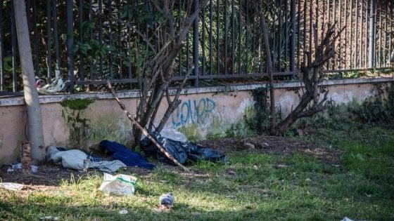 """Roma, clochard trovato morto nel parco della Resistenza: è il quinto dall'inizio dell'anno. La Caritas: """"Inaccettabile"""""""