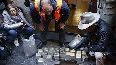 Shoah, ricollocate a Monti le 20 pietre d'inciampo rubate a dicembre   foto