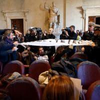 """Emergenza rifiuti, sindaci di provincia contro Raggi: """"Non siamo la discarica di Roma"""""""