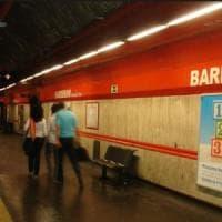 Roma, metro a singhiozzo: fermata Barberini chiusa e poi riaperta, fumo