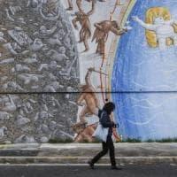 Il destino deciso da uno scivolo: è Càpita, il nuovo murale di Blu a Roma