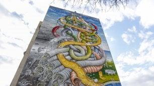 Il destino in uno scivolo   foto   Càpita, il nuovo murale di Blu