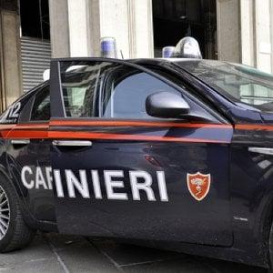 Roma, danneggia auto dei carabinieri perché rivuole indietro i soldi della droga sequestrati