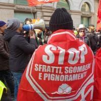 """Sgomberi, sit-in davanti alla Prefettura di Roma: """"Stop sfratti e pignoramenti"""""""