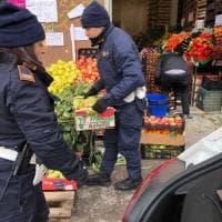 Trionfale, venditore abusivo di frutta e verdura, le 260 casse donate ai francescani